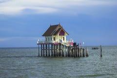 Pabellón construido en el mar imagen de archivo libre de regalías