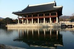 Pabellón de Gyeonghoeru en el palacio de Gyeongbokgung fotos de archivo libres de regalías