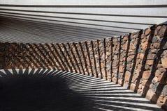Pabellón de la piedra y del hormigón con la sombra geométrica Fotos de archivo libres de regalías
