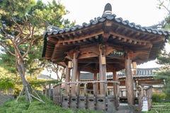 Pabellón de madera viejo construido en arquitectura tradicional coreana en el pueblo de Jeonju Hanok, Corea del Sur imágenes de archivo libres de regalías