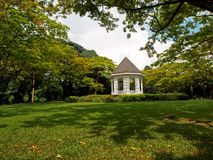 Pabellón en jardines botánicos Fotos de archivo libres de regalías