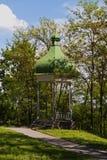 Pabellón en parque de la ciudad Imagen de archivo libre de regalías