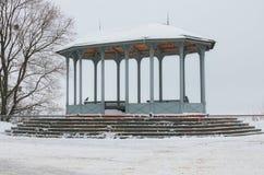 Pabellón en Vladimir Hill, del vintage es uno de los mejores parques de Kyiv, Ucrania Opinión de la mañana del invierno imágenes de archivo libres de regalías
