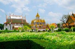 Pabellón real de Mahajetsadabodin Localizado en adyacente a Wat Ratchanatdaram Worawihan Fotografía de archivo