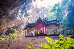 Pabell?n real en la cueva de Phraya Nakhon, palacio hermoso dentro de la cueva imagen de archivo
