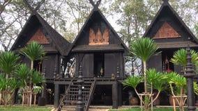 Pabellones de la presa negra de Baan del templo Chiang Rai, Tailandia