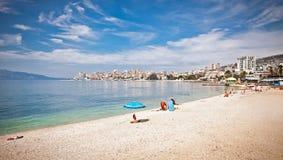 Pablic strand i Saranda, Albanien Arkivbilder
