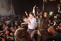 Pablo Iglesias ondule pendant le rassemblement de campagne Image libre de droits