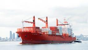 PAC PORTLAND de cargo en route au port d'Oakland photographie stock