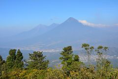 Pacayavulkaan dichtbij Antigua Guatemala stock foto