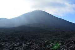 Pacayavulkaan dichtbij Antigua Guatemala royalty-vrije stock afbeeldingen