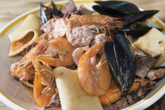 Paccheri紧密相联的scoglio或礁石paccheri 免版税库存照片