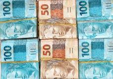Pacchetti brasiliani dei soldi Fotografia Stock Libera da Diritti