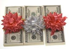 Pacchetti dei soldi con la decorazione di carta. fotografia stock libera da diritti