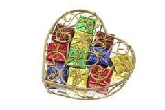 Pacchetti del regalo in contenitore Heart-Shaped di metallo immagine stock libera da diritti