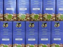 Pacchetti del succo di mele di Marlene nel mercato del sud del Tirolo Marlene, sopportata nel 1995, è una del prima e marche più  immagine stock libera da diritti