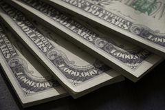 Pacchetti dell'americano milione dollari di banconote nella fine sulla vista Fotografie Stock Libere da Diritti