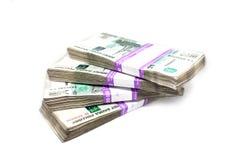 Pacchetti di soldi isolati su fondo bianco fotografia stock