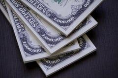 Pacchetti di U.S.A. milione dollari di banconote nella fine sulla vista Fotografia Stock