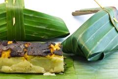 Pacchetti tailandesi del dessert fatti dalle foglie della banana Immagini Stock