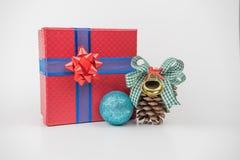 Pacchetti variopinti del regalo, nuovo anno, giorno del ` s del biglietto di S. Valentino fotografie stock