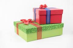 Pacchetti variopinti del regalo, nuovo anno, giorno del ` s del biglietto di S. Valentino immagini stock libere da diritti
