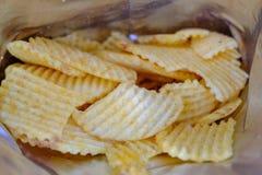 Pacchetto aperto delle patatine fritte deliziose di gusto originale fotografie stock libere da diritti