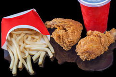 Pacchetto degli alimenti a rapida preparazione, bibita del pollo delle patate fritte Immagine Stock Libera da Diritti