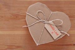 Pacchetto del cuore inviato con amore fotografia stock