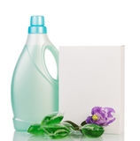 Pacchetto del detersivo e della bottiglia del liquido, capsule di gel isolate fotografia stock