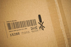 Pacchetto del prodotto di IKEA con il logo ed il codice a barre Immagini Stock Libere da Diritti