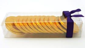Pacchetto del regalo delle monete di oro del cioccolato Fotografie Stock