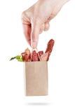 Pacchetto dell'insieme della salsiccia a disposizione Prodotti a base di carne di vendita di concetto e di consegna Su bianco Immagini Stock