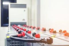 Pacchetto della batteria nella stanza della batteria in centrale elettrica per il electrici del rifornimento immagini stock libere da diritti