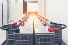 Pacchetto della batteria nella stanza della batteria in centrale elettrica per il electrici del rifornimento immagine stock