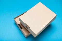 Pacchetto della scatola di consegna, cartone del mestiere immagini stock