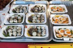 Pacchetto delle uova di quaglie bollite Fotografie Stock