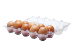 Pacchetto delle uova su fondo bianco Immagini Stock Libere da Diritti