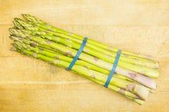 Pacchetto di asparago verde fresco Immagini Stock Libere da Diritti