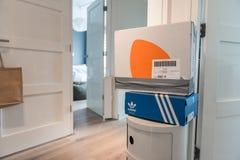 Pacchetto di Zalando pronto a rispedire immagini stock libere da diritti