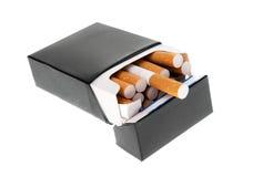 Pacchetto nero della sigaretta isolato Fotografia Stock