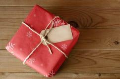 Pacchetto rosso di Natale legato corda Immagini Stock