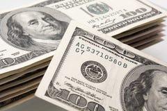 Pacchetto su 100 dollars_9 Fotografie Stock Libere da Diritti