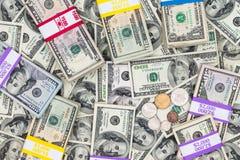 Pacchi delle banconote in dollari differenti di denominazione Fotografia Stock