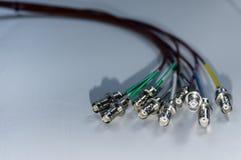 Pacco dei cavi di segnale di BNC su fondo bianco - concetto della radiodiffusione TV e delle comunicazioni di dati fotografie stock