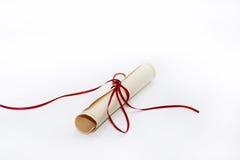 Pacco di carta con il nastro rosso Fotografie Stock
