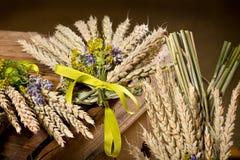 pacco di grano con il fiore Fotografia Stock Libera da Diritti
