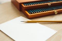 Pace in bianco bianca di carta con la matita su ed insieme del watercol Fotografie Stock Libere da Diritti