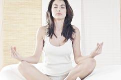 Pace con yoga Immagine Stock Libera da Diritti