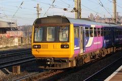 Pacer diesel trein die met meerdere eenheden Preston verlaten Royalty-vrije Stock Afbeelding